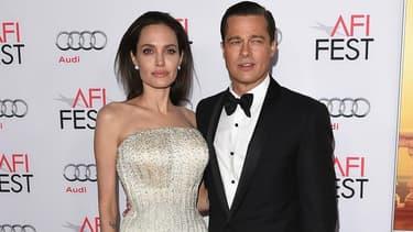 """Brad Pitt et Angelina Jolie à l'avant-première de """"Vue sur mer"""", en 2015."""