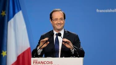 """""""Le prochain référendum, c'est l'élection présidentielle"""", a déclaré jeudi François Hollande en réponse à l'idée avancée par le président Nicolas Sarkozy de consulter les Français sur certaines questions de société. En meeting à Orléans, le candidat socia"""