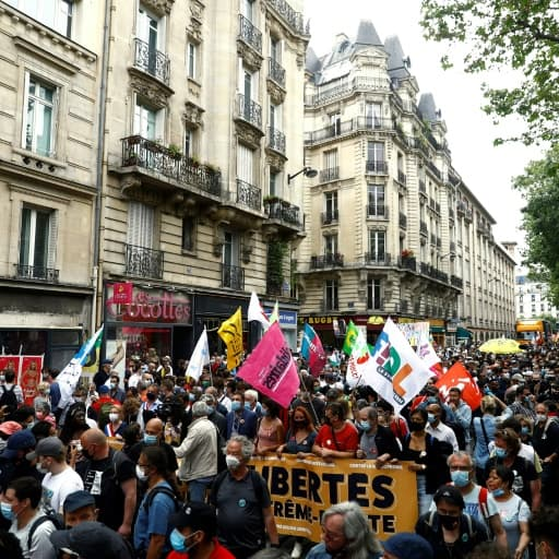 EN DIRECT - 9000 personnes ont participé à la marche des libertés à Paris