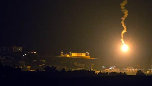 Un signal lumineux lancé par Israël à la frontière avec Gaza, le 7 juillet 2014.