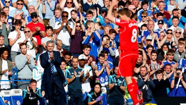 Steven Gerrard ovationné par Stamford Bridge
