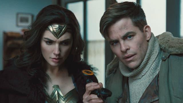 """Gal Gadot et Chris Pine dans """"Wonder Woman"""""""