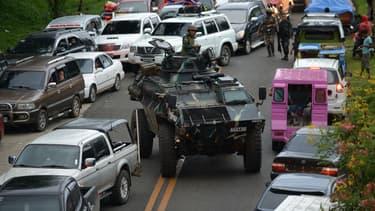 Des habitants fuient la région de Marawi aux Philippines, alors que des combats sévissent contre Daesh, le 25 mai 2017