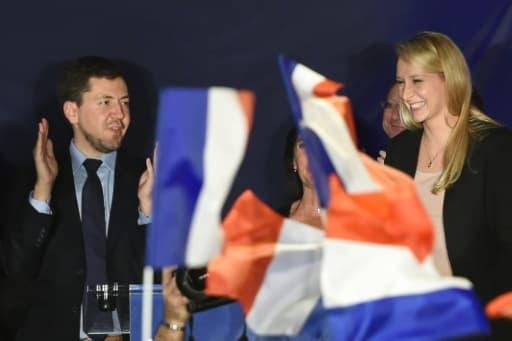 Marion Maréchal Le Pen parmi ses partisans au Pontet le 6 décembre 2015