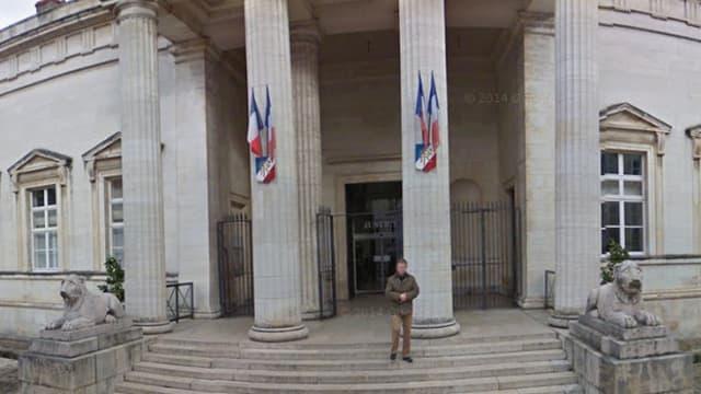 L'entrée de la cour d'assises du Loiret à Orléans.