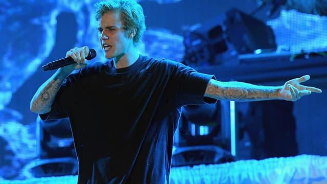 Justin Bieber en concert au Fontainebleau Miami Beach, pour le Nouvel An, le 31 décembre 2016.