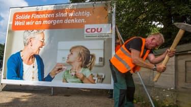 Les premières affiches de campagne de la CDU sont installées en Allemagne.
