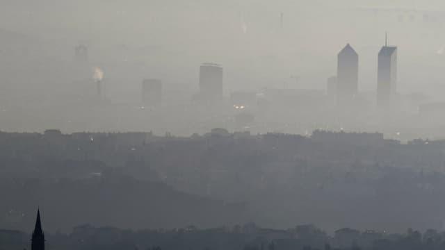 La ville de Lyon lors d'un épisode de pollution en décembre 2016.