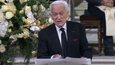 Philippe Labro rend hommage à Johnny Hallyday le 9 décembre 2017 à Paris