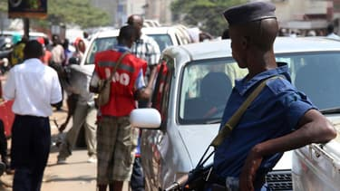 Des officiers de police burundais dans les rues de la capitale, Bujumbura.