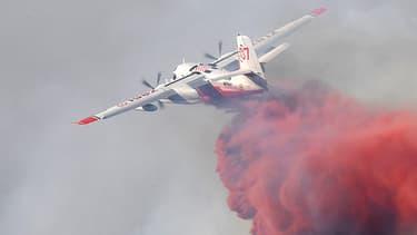 Les Canadair à l'oeuvre à Vitrolles pour combattre l'incendie.