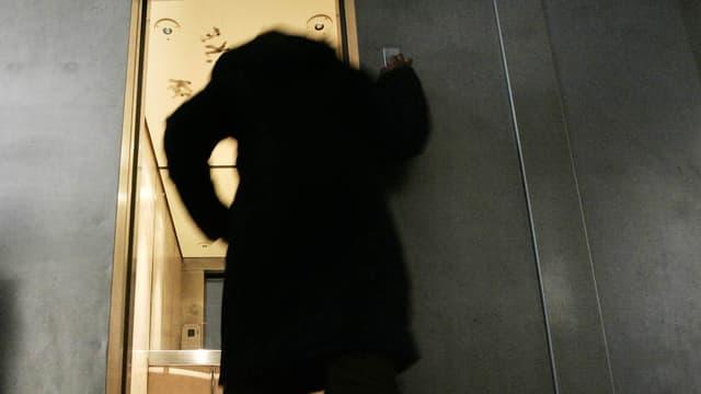 Une femme a été retrouvée morte dans un ascenseur un mois après avoir été bloquée entre deux étages. (Photo d'illustration)