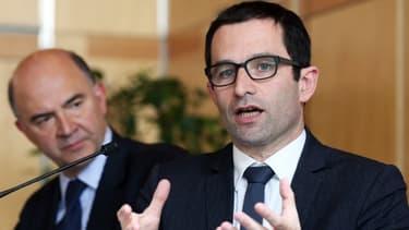 Pierre Moscovici et Benoît Hamon réfléchissent à des nouveaux dispositifs pour lutter contre le surendettement.