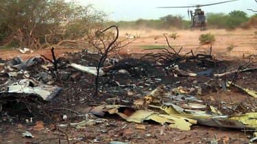 Sur les lieux du crash de l'avion d'Air Algérie dans la région de Gossi, au Mali, vendredi 25 juillet 2014.
