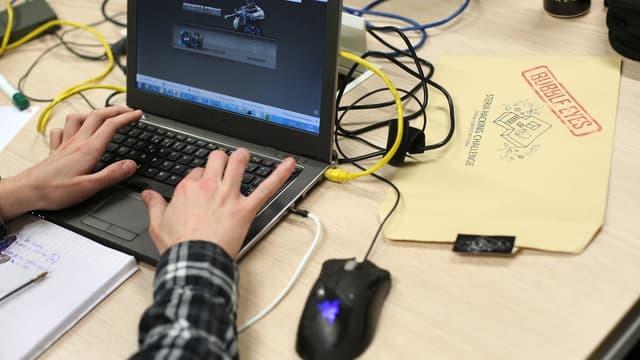 Les salariés passent plus d'une heure au bureau, à surfer sur internet à des fins personnelles.