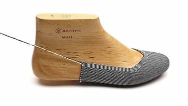 À la sortie des imprimantes en 3D, les ballerines de Rothy's ont déjà la forme du pied.