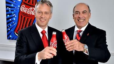 Muhtar Kent (à droite) laisse les rênes de la compagnie à James Quincey (à gauche)
