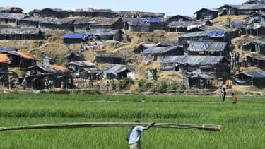 Les ONG craignent notamment une propagation du virus dans les camps de réfugiés, comme ceux des Rohingyas au Bangladesh, des lieux surpeuplés, insalubres avec peu d'aide sanitaire et insalubres