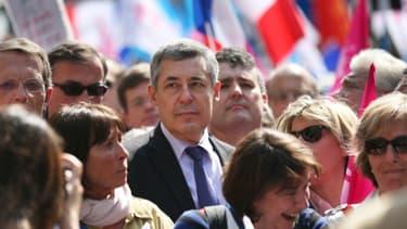 Henri Guaino, au centre, lors d'une manifestation contre le mariage homo en avril dernier.