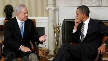 Le Premier ministre israélien Benjamin Netanyahu a déclaré vendredi à la Maison blanche qu'il était prêt à des compromis pour parvenir à la paix au Proche-Orient mais a rejeté la proposition de Barack Obama de revenir aux frontières de 1967. /Photo prise