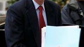 Selon une source proche de Brice Hortefeux, le ministre de l'Intérieur doit signer ce lundi un décret autorisant l'expulsion de l'Iranien Ali Vakili Rad, condamné en 1994 à perpétuité pour le meurtre en 1991 de l'ancien Premier ministre du Chah Chapour Ba