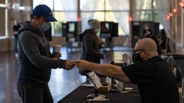 Une personne votant à Atlanta (Géorgie, Etats-Unis), le 3 novembre 2020