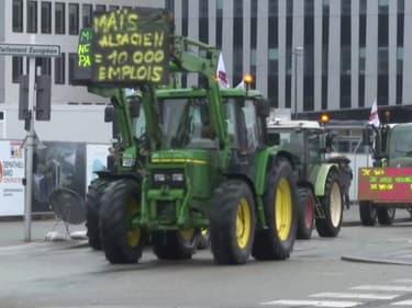 Une centaine de tracteurs défilent devant le Parlement européen à Strasbourg contre la nouvelle PAC