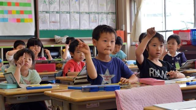 Le gouvernement japonais veut ouvrir les enfants aux langues étrangères.