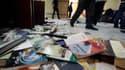 Bureau saccagé des Frères musulmans au Caire. L'armée égyptienne a fait entendre sa voix samedi après plusieurs jours de crise politique et de manifestations en Egypte, lançant un appel au dialogue et affirmant que la violence ne pouvait être tolérée. /Ph