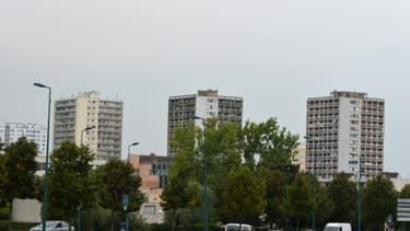 Des tours d'habitation dans le quartier du Val-Fourré à Mantes-la-Jolie le 5 septembre 2014