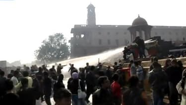 Ce fait divers a provoqué des manifestations à New Delhi, parfois violentes, qui ont entraîné la mort d'un policier.