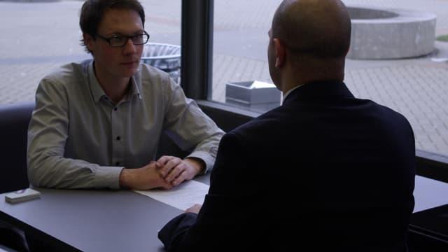 Les recruteurs peuvent se montrer très pointilleux sur la manière de se tenir et de s'exprimer du candidat.