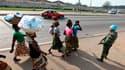 Dans une rue du quartier d'Abobo à Abidjan. Les présidents du Bénin, de la Sierra Leone et du Cap-Vert, mandatés par la Communauté économique des Etats d'Afrique de l'Ouest (Cédéao), sont attendus mardi en Côte d'Ivoire où ils doivent remettre un ultimatu