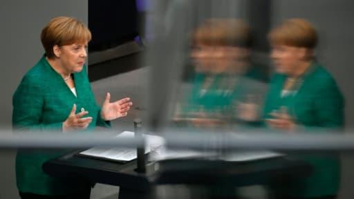 La chancelière allemande Angela Merkel prononce un discours au Bundestag, le 28 juin 2018 à Berlin