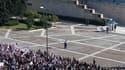 Une vingtaine de milliers de manifestants se sont rassemblés jeudi à Athènes sur la place Syntagma, devant le Parlement grec où les députés s'apprêtent à voter un nouveau plan d'austérité pour la Grèce. /Photo prise le 20 octobre 2011/REUTERS/Yannis Behra