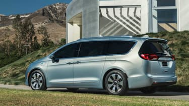 Chrysler a lancé la toute nouvelle génération du Pacifica en 2016. C'est sur ce modèle très familial, taillé pour transporter jusqu'à 8 personnes, que Google et FCA pourraient s'appuyer pour introduire leurs premières technologies d'automatisation communes.