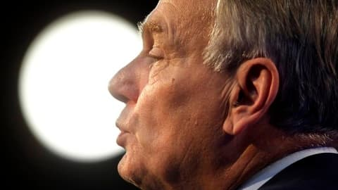 Jean-Marc Ayrault rencontre les syndicats