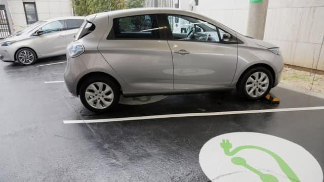 Les ventes de voitures électriques, à l'exemple de la Zoé, ont augmenté en 2014