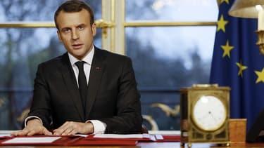 Emmanuel Macron, ce samedi dans les bureaux de l'Elysée