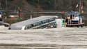 Un navire transportant 2.400 tonnes d'acide sulfurique a chaviré jeudi sur le Rhin, mais les autorités n'ont pas repéré de fuite. Le fleuve reste fermé à la navigation dans sa partie allemande. /Photo prise le 13 janvier 2011/REUTERS/Wolfgang Rattay