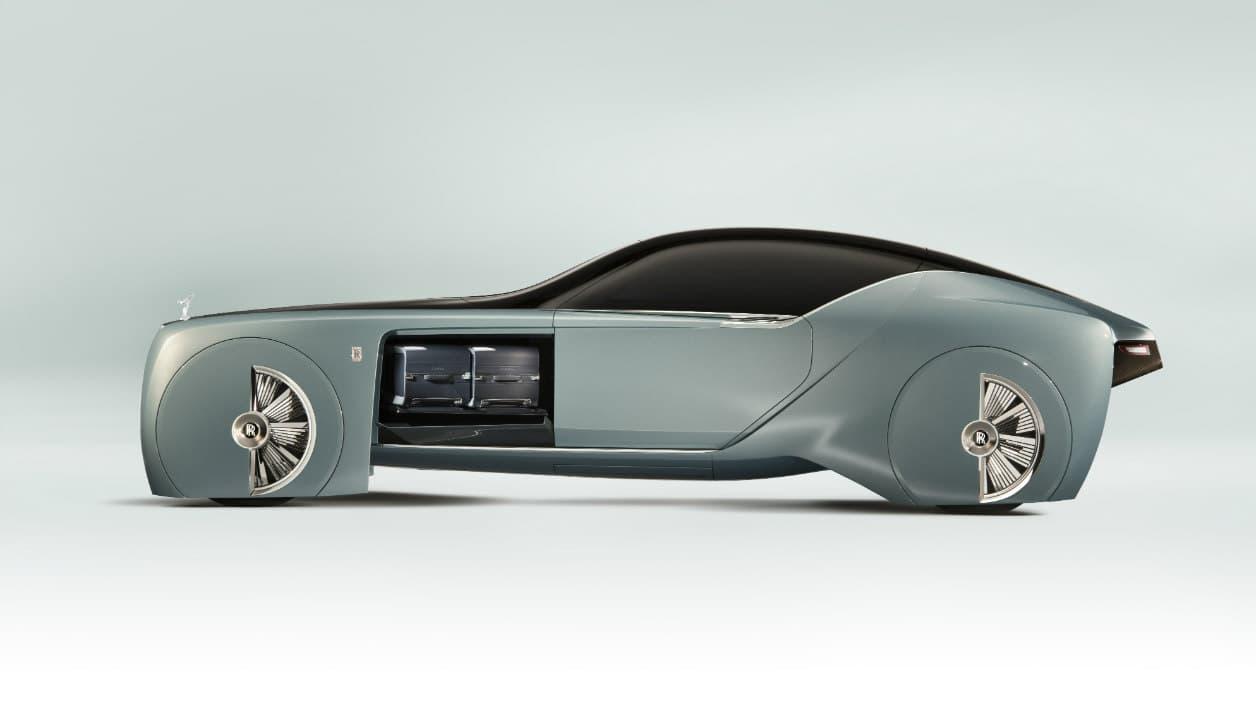 Si la base vient de la limousine Phantom, la ligne racée évoque le coupé Wraith.