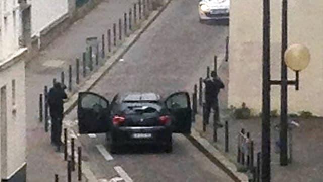 Le 7 janvier 2015, les frères Kouachi ont pénétré dans les locaux de Charlie Hebdo sans se voir opposer de résistance.