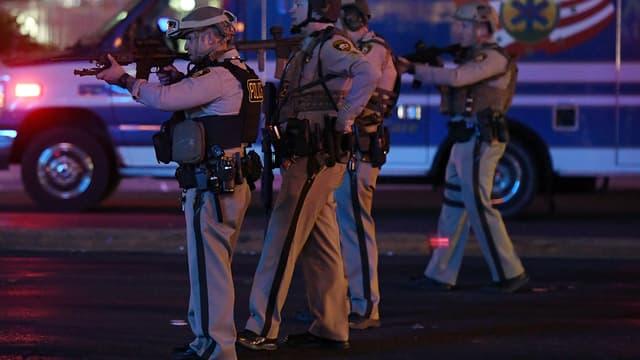 La police de Las Vegas quelques minutes après la fusillade qui a fait au moins 20 morts.