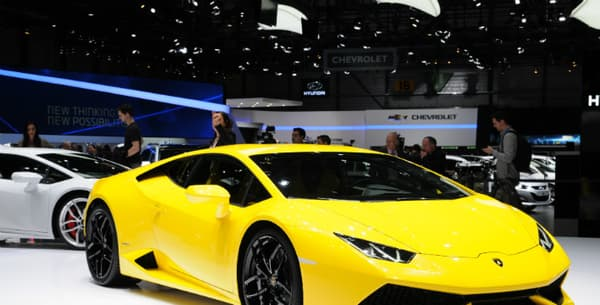 La Lamborghini Huracan dispose d'un V10 5.2 de 610 chevaux.