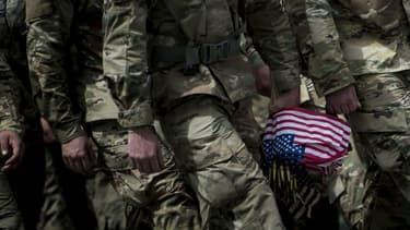 Des soldats américains lors d'une cérémonie en mai 2017 au cimetière national d'Arlington, en Virginie