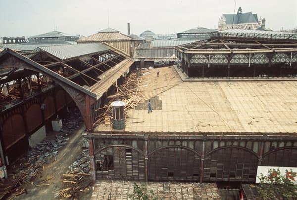 La démolition des pavillons conçus par Baltard.