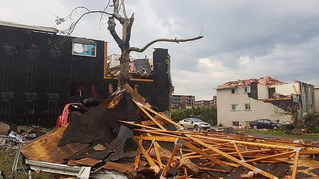Une rue de Gatineau après la tornade