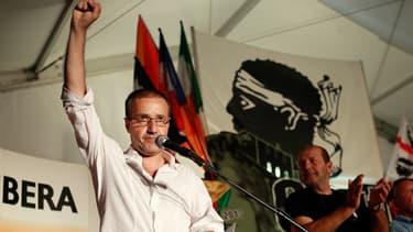 Jean-Guy Talamoni joint la parole au geste lors d'un discours à Corte, en 2013.