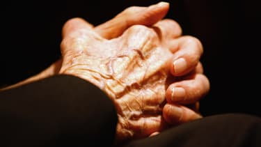 Faire craquer ses doigts provoque-t-il de l'arthrose? (illustration)