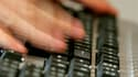 Alors que l'Elysée et le ministère de l'Economie ont été victimes de cyberattaques ces derniers mois, la sécurité informatique est élevée au rang de priorité nationale par un rapport du sénateur Jean-Marie Bockel. /Photo d'archives/REUTERS/Régis Duvignau